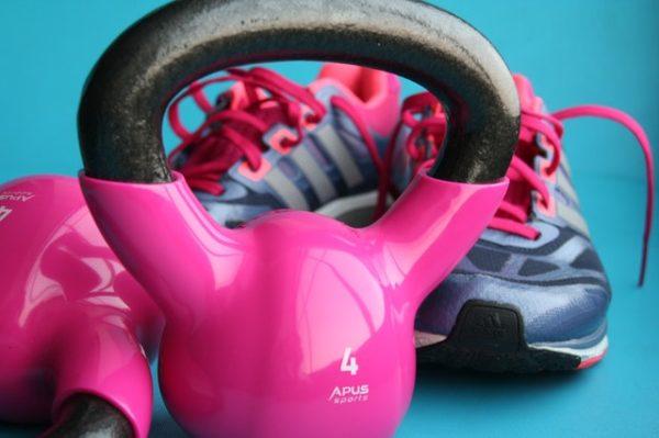 Kettlebells für die Fitness-Ziele der Frau