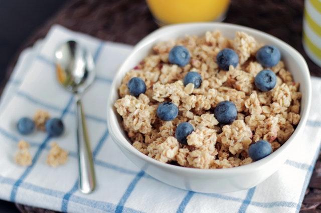 Das Frühstück darf und sollte reich an Kohlenhydraten sein