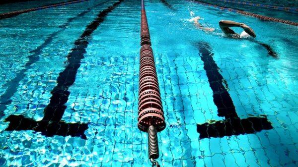 Kalorienkiller - Schwimmen im Urlaub